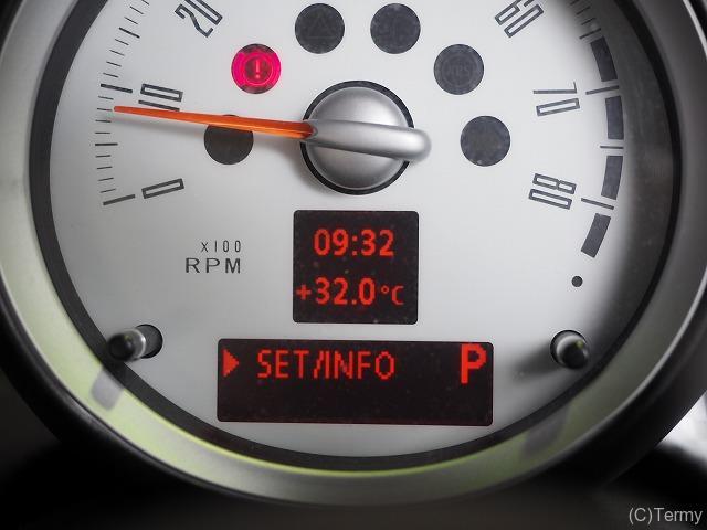 タイヤ装着後は空気圧警告灯をリセットする