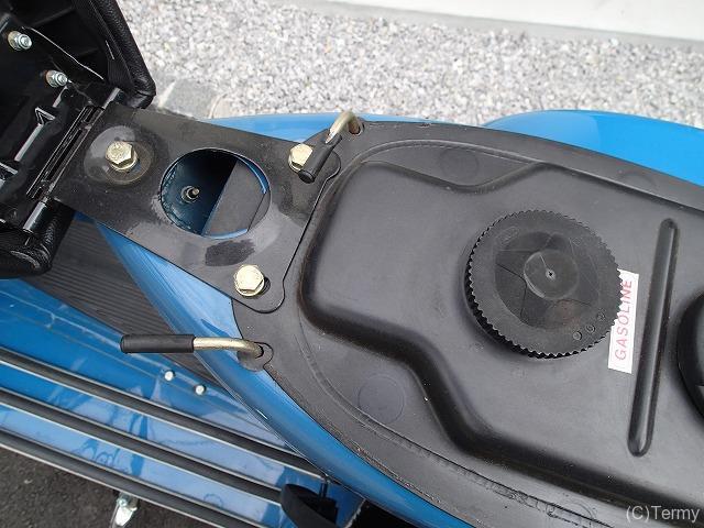スターデラックス4S 125のシート下