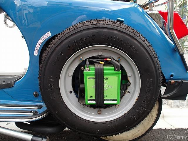 スターデラックス4S 125のバッテリー搭載位置