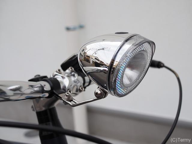 クロスバイクに砲弾型ヘッドライト