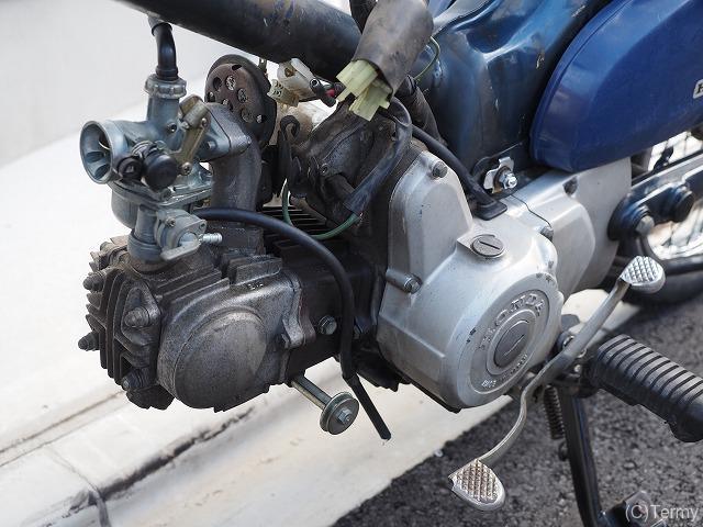 スーパーカブ90セル付きのエンジン