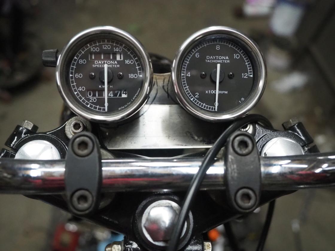 TX650(XS650)にSR400用スピード&タコメーターを取り付け
