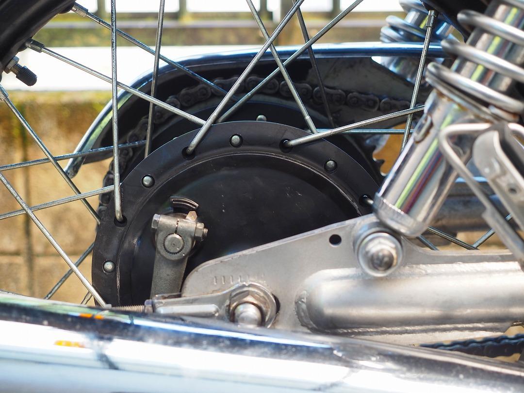 SR400のリアドラムブレーキを黒に塗装
