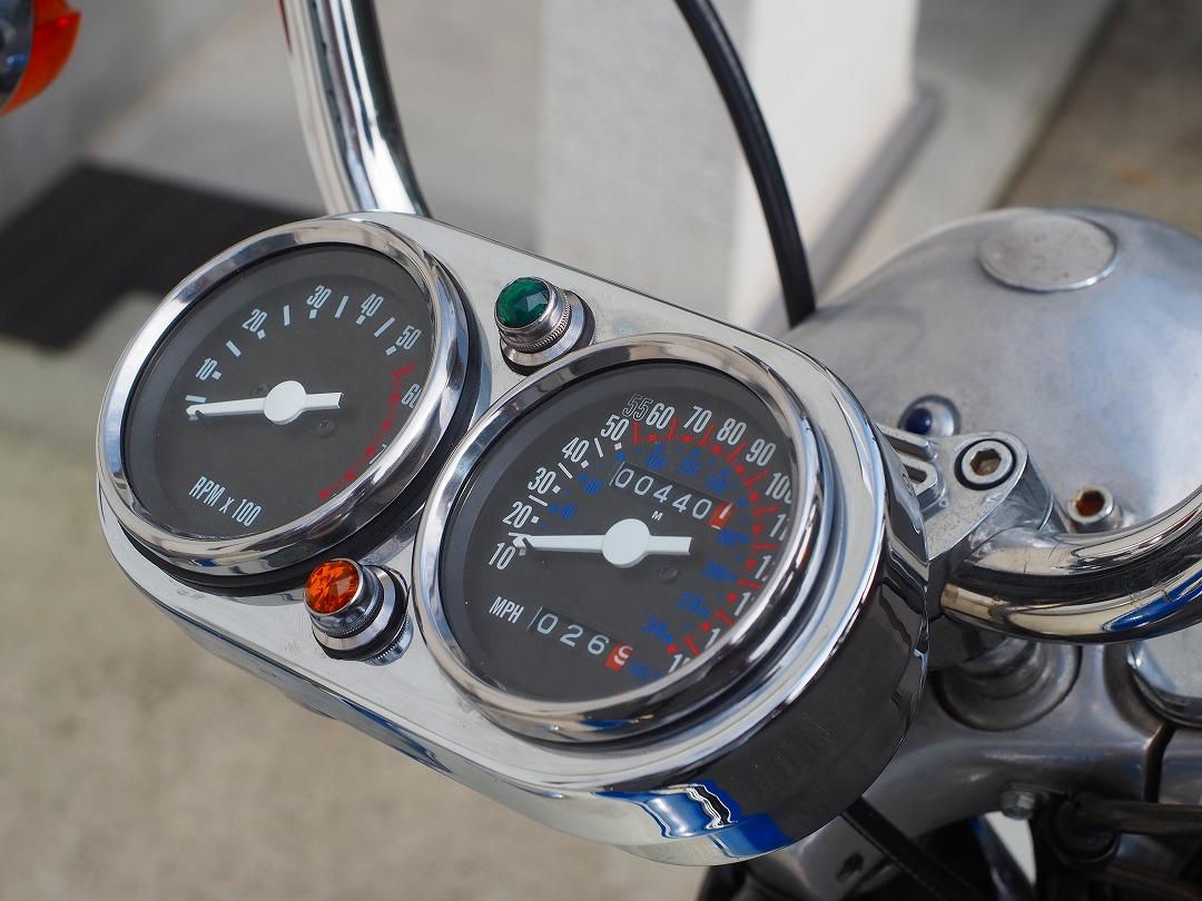 アイアンスポーツのスピード&タコメーターはエボスポに着けられます
